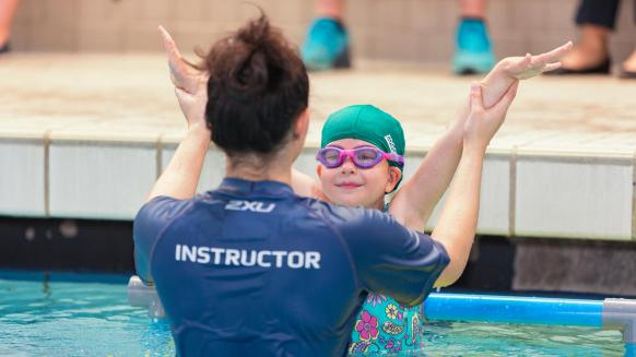 Perfect Gym Swim School lesson plan instructor helping a student
