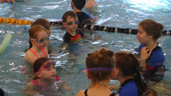 Perfect Gym Swim School lesson plan swim group talking together